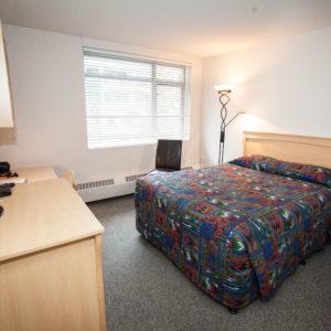 room-guest-queen-bed
